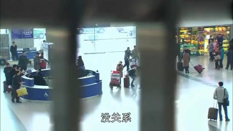丢失20多年的双胞胎姐妹机场相逢,不料妹妹一句中文也不会说!
