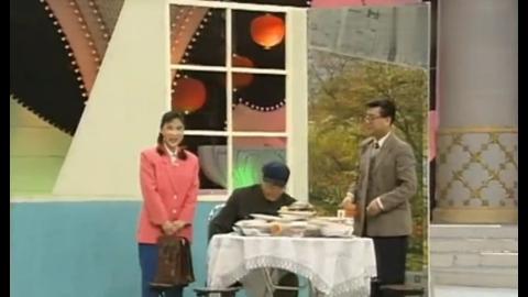 爆笑小品《牛大叔提干》:赵本山看到桌子上的菜后竟是这样的表现