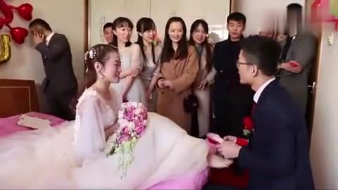 广东农村姑娘出嫁,4个美女伴娘把关,新郎要小心啦