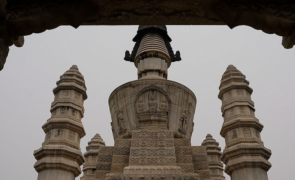 北京目前保留下来的四座金刚宝座塔之一的西黄寺清净化城塔