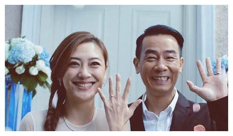 陈小春大应采儿17岁,周杰伦大昆凌14岁,他竟比妻子大41岁