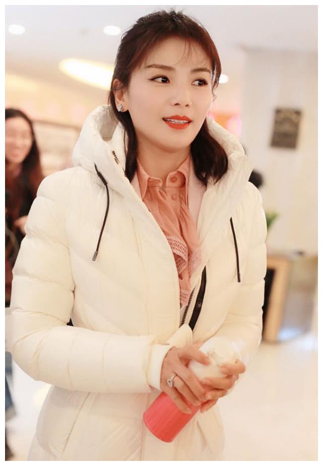 607080后女星参加春晚,马思纯红裙可人,惠英红刘涛展现成熟魅力