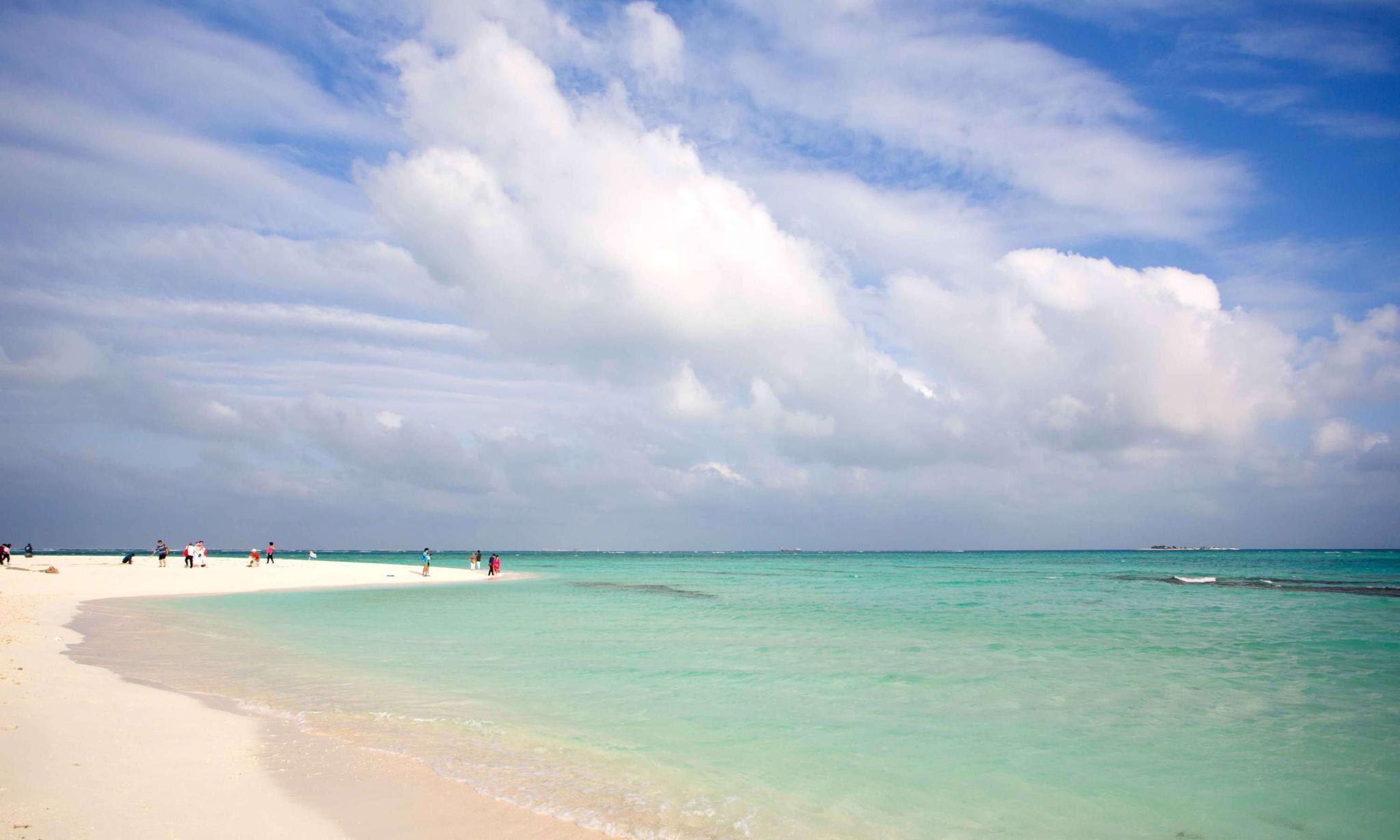 美丽的西沙群岛,阳光海浪沙滩白云,一个令人向往的地方