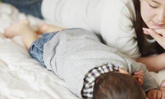 父母想要培养孩子孝顺父母的意识,言传身教很重要
