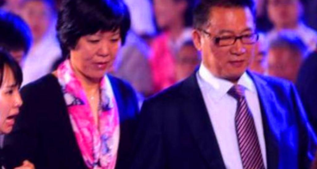 郎平丈夫总是默默助力,使她后顾无忧专心女排世界杯夺冠成女神?