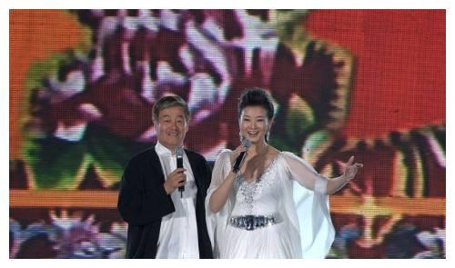 她被赵本山一手捧红,未婚生子成单亲妈妈,如今44岁人财两失