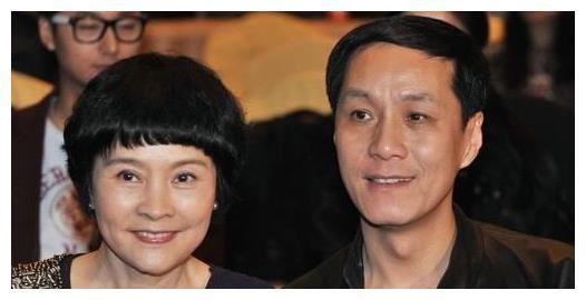 55岁冯远征和63岁老婆梁丹妮近照曝光,网友:两人逆生长了