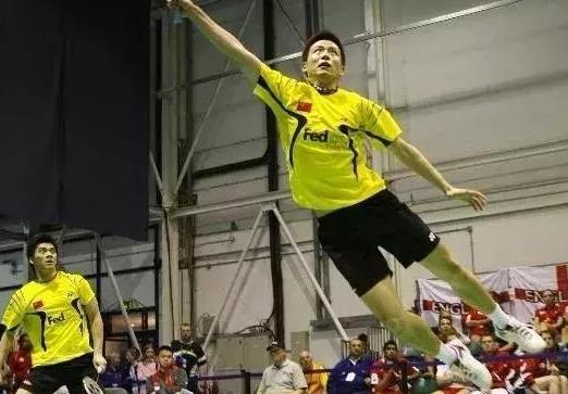 打羽毛球学会拦吊得分技巧,打败对手不是梦