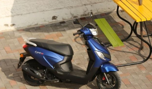 售价不到8千,铃木合资城市通勤踏板车,实用性强,油耗不到2升