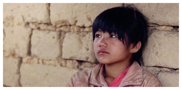 《变形计》里农村最美的小女孩李勒优近照曝光!网友:太美了!