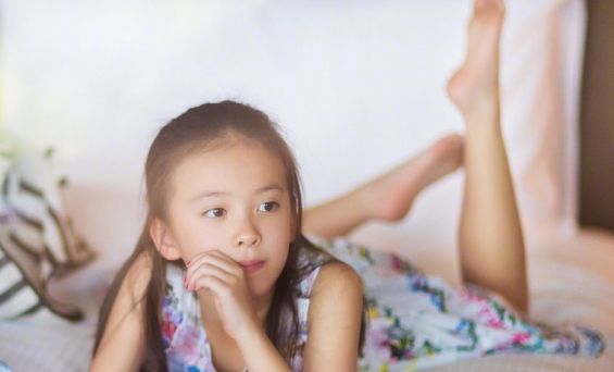 我知道刘涛女儿媲美王祖贤,但是张铁林女儿的颜才让我如痴如醉…