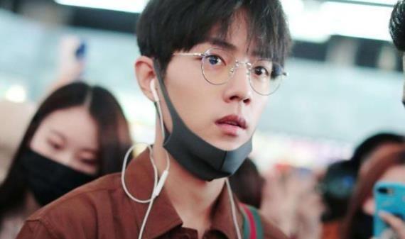 """当男星戴上眼镜:刘昊然阳光,井柏然痞帅,只有他像""""斯文败类"""""""