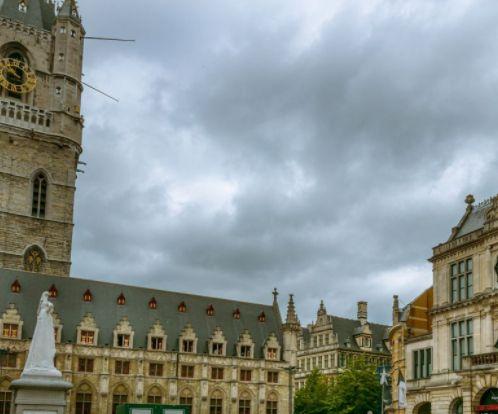 布鲁日一个非常值得一去的地方,钟楼和棉布交易大厅来看看吧!