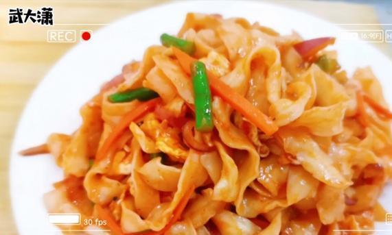 廊坊大厨分享炒面条:炒好面要记住这关键的几部,面条爽滑美味。