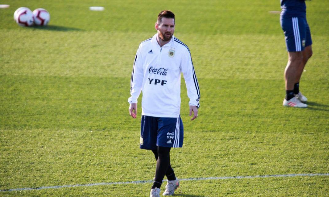 梅西跟随阿根廷国家队训练备战,接下来梅西将会征战国家队比赛