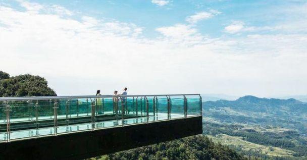 重庆万盛奥陶纪公园——目前世界上最长的悬挑空中玻璃走廊!