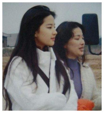 娱乐圈里的6对母女明星,刘晓莉被称为圣母,蔡安荞容颜逆生长