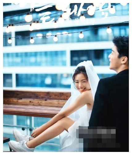 新娘拍婚纱照,一定要穿运动鞋,摄影师无奈,成品出来惊艳了