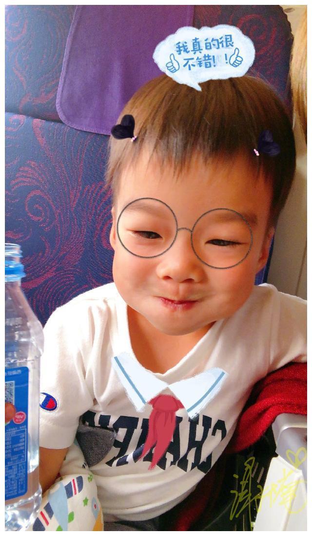 """吴京儿子跟别人永远不在一个频道上,这次他问谢楠""""高烤""""很热吗"""