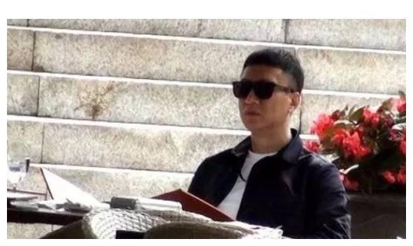 """孙红雷陪妻子就餐, 王骏迪素颜出镜, """"孙颜王""""一脸嫌弃!"""