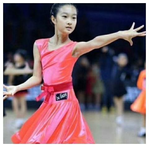 马伊琍女儿曝光,小小年纪荣获全国体育拉丁舞锦标赛第一