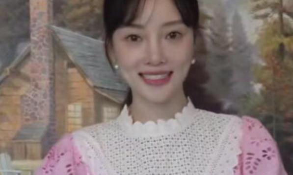 李小璐复出成功,一袭粉裙露面宣传新剧,女神状态贾乃亮真要珍惜