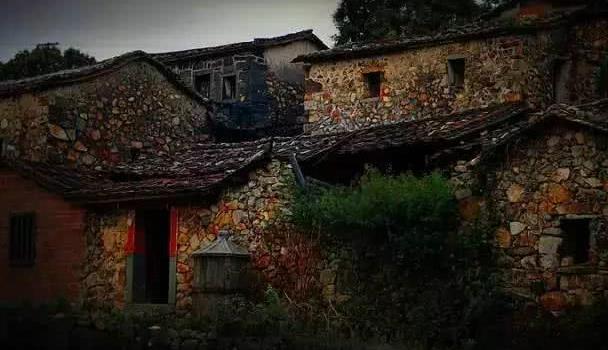 这个古村因一幅画而走红,成为艺术家的写生胜地,美得像童话一样