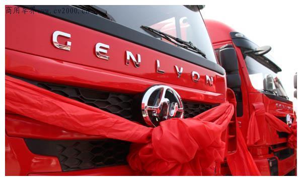 红岩:首批上汽红岩杰狮C500 8×4自卸车成功交付济南客户