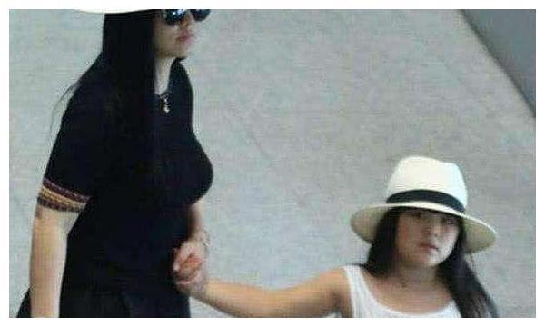 9岁王诗龄近照被曝光,身材完全失控,李湘几十万零花钱没白花