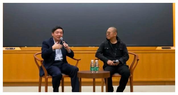54岁李连杰现身哈佛大学校友会毫无沧桑衰老,精神焕发年轻许多
