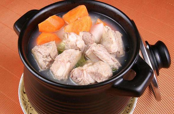 夏天熬排骨汤时,排骨是凉水下锅还是热水下锅?你平时怎么做的?