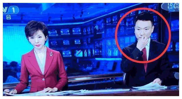 《新闻联播》也出状况!主持人康辉抠鼻孔画面被直播