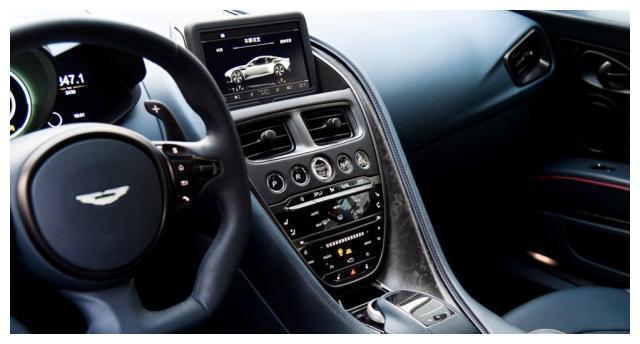 阿斯顿马丁DBS,搭载双涡增压v12发动机,匹配8AT变速箱