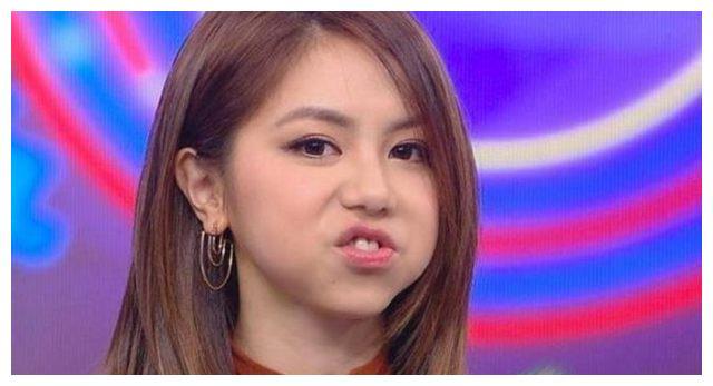 6位女星卖萌照,一直以为刘诗诗最呆萌,直到出现了迪丽热巴