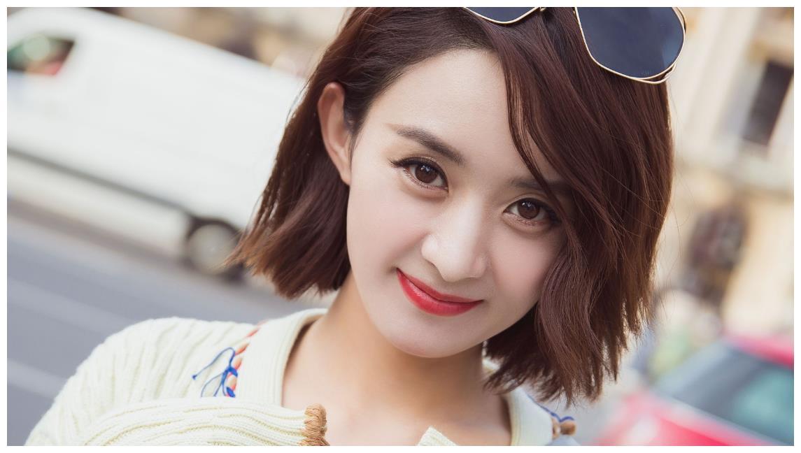 赵丽颖短发很少露面,仅仅是因为显脸圆吗?网友:包子脸也挺可爱