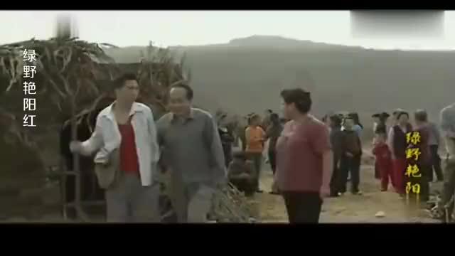 绿野艳阳红:小伙阻拦施工,女支书:直接压过去,小伙掉头就跑