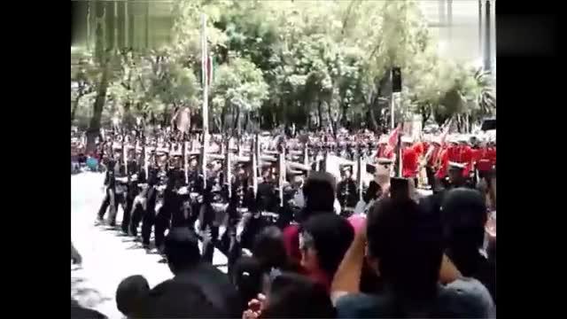 外国阅兵解放军三军仪仗队出场太威武了场面太热闹了