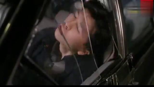港片 甄子丹被黑社会所擒,逼着大美女关之琳疯狂折磨他