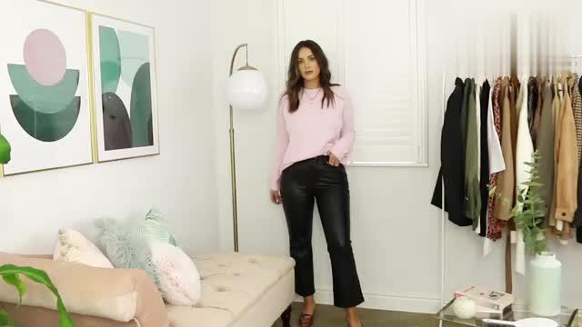 时尚穿搭展示,粉色毛衣搭配黑色皮裤