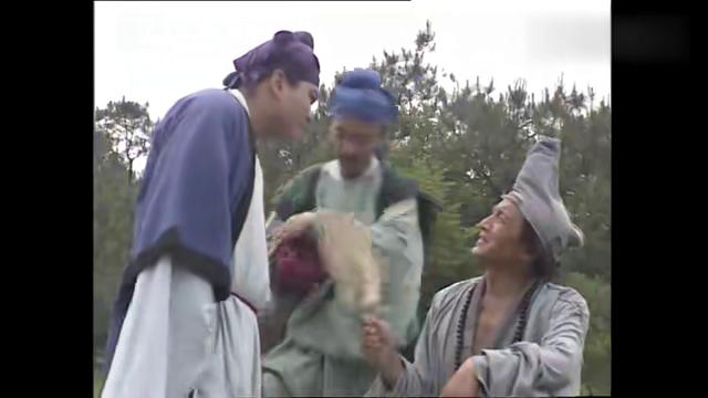 活佛使计把穷人家的石头卖出去!看着两位官差上当,济公暗地偷笑