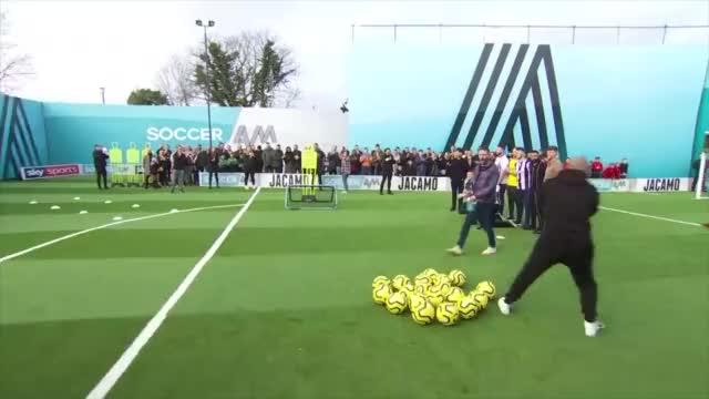 大哥求你们别踢了,足球不适合你们,英国业余足球就这水平