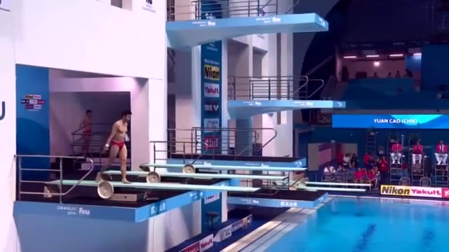 跳水回顾:曹缘实力一跳,动作略有瑕疵,依旧跳出84高分!