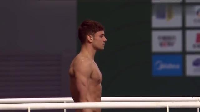跳水回顾:戴利这一跳接近完美,台下教练直鼓掌!