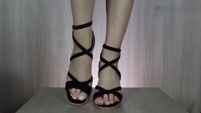 时尚高跟鞋:粗跟和细跟比较,你会喜欢哪个呢?