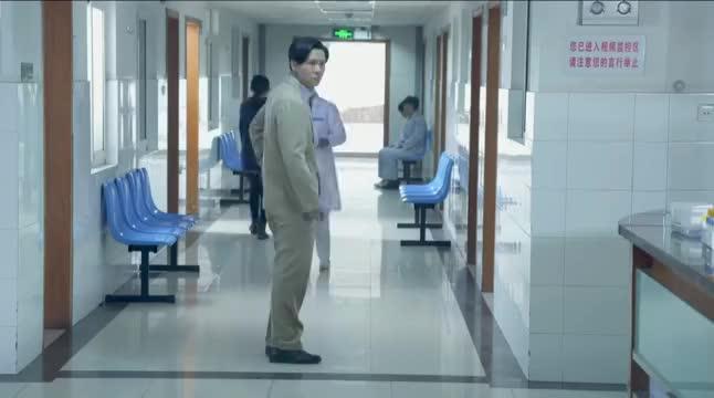 男子装大款接近美女护士,哪知护士早就看穿,怼得他二话不说