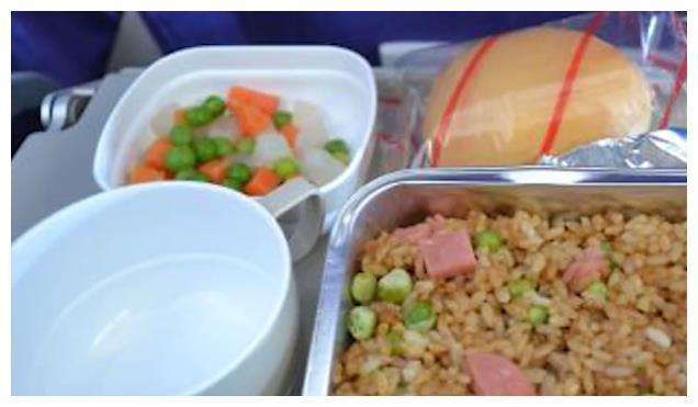 阿联酋航空的飞机餐,每一份都相当诱人,网友:嗅到了金钱的味道