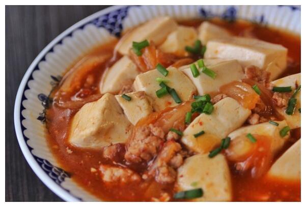 美食推荐:泡菜肉末豆腐,香菇炒莴笋,省油麻婆茄子,烧豆腐