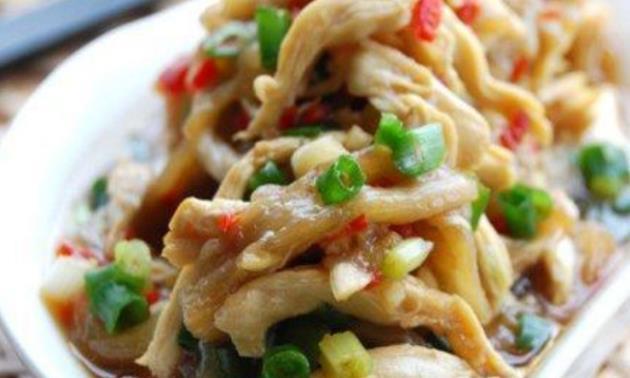 精选美食:黑木耳炒蛋、鸡丝平菇、香菇炒芹菜、剁椒蒸鸡的做法