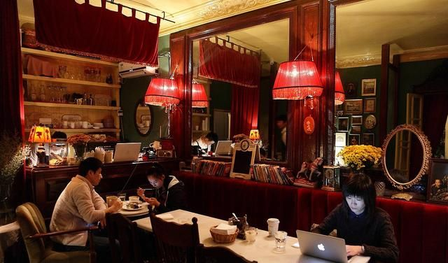 新旧年底交错时,各地咖啡馆是红红火火还是冷冷清清