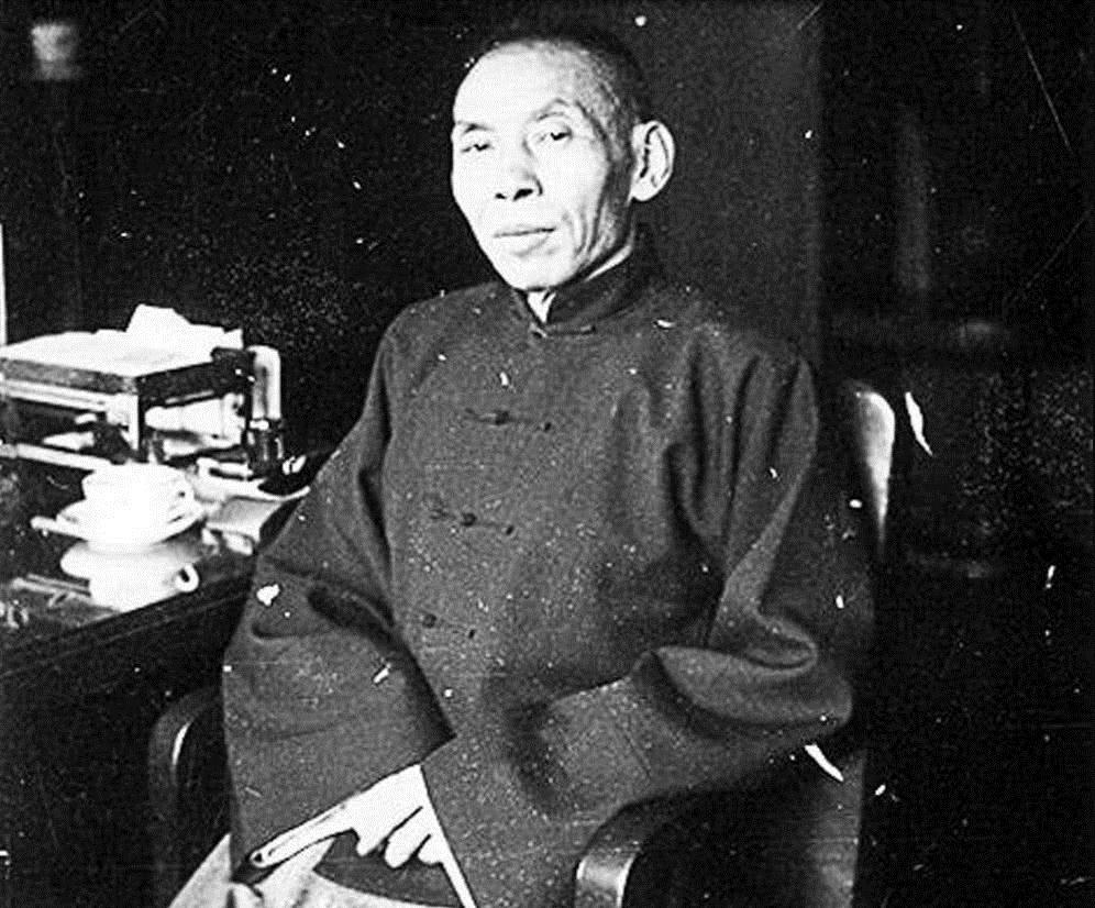 上海青帮老大杜月笙,抗战后却被老蒋排斥,只因替工人
